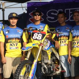 SUZUKI EVALUBE KYT IRC MX Team -2015